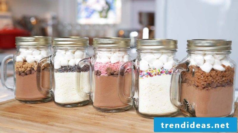 Make baking mixture in the glass yourself with marshmallow