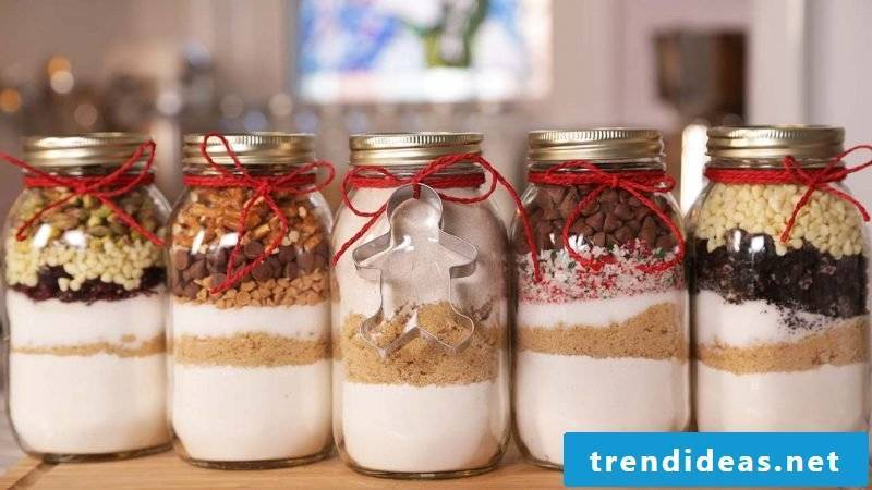 Baking mix in the glass as a gift - gift ideas to make yourself