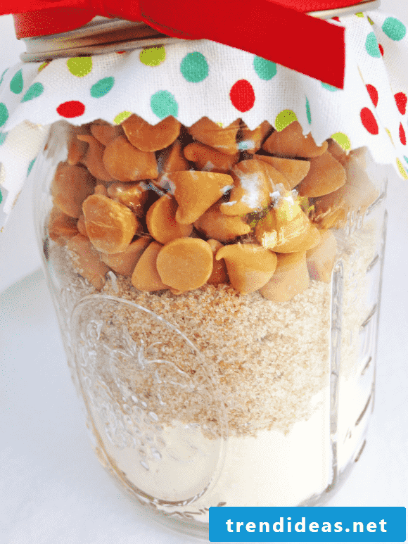 Homemade gifts - make baking mix in the glass itself