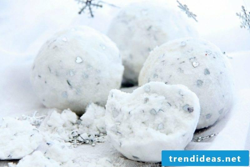 Bath balls themselves make winter Christmas