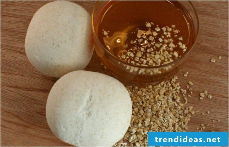 Cold bath itself make bathing balls with honey