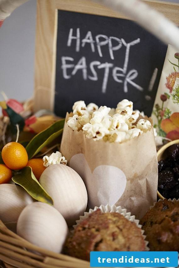 Easter baskets tinker with wooden eggs