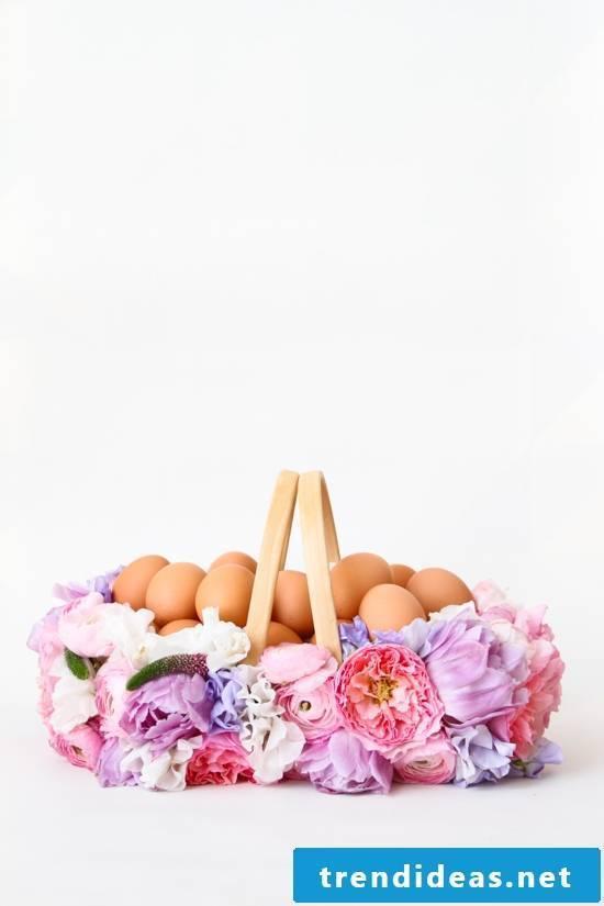 Easter basket tinker with floral decoration