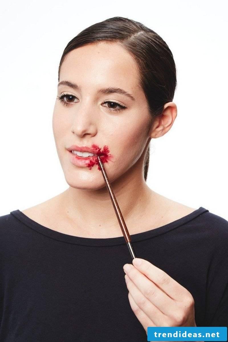 Use fake blood when applying make-up