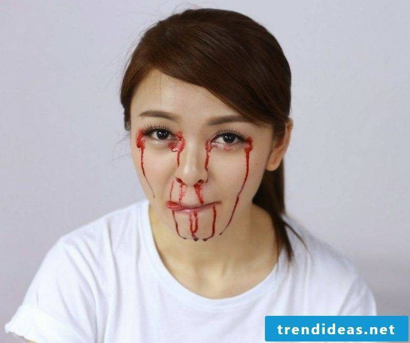 Use artificial blood when applying make-up Ideas and inspirations
