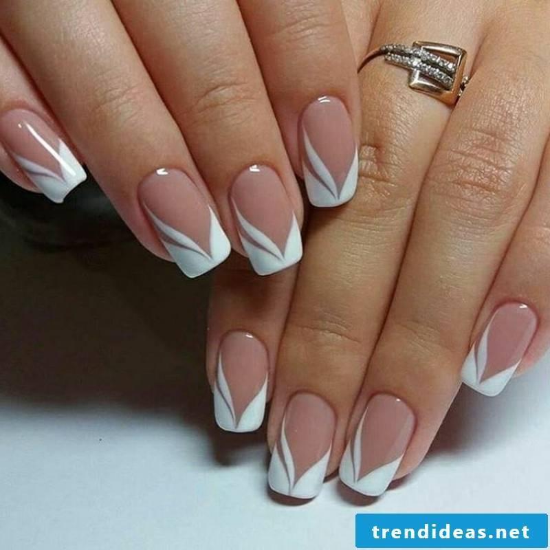 Gel nails natural Nageldesig French tender and elegant