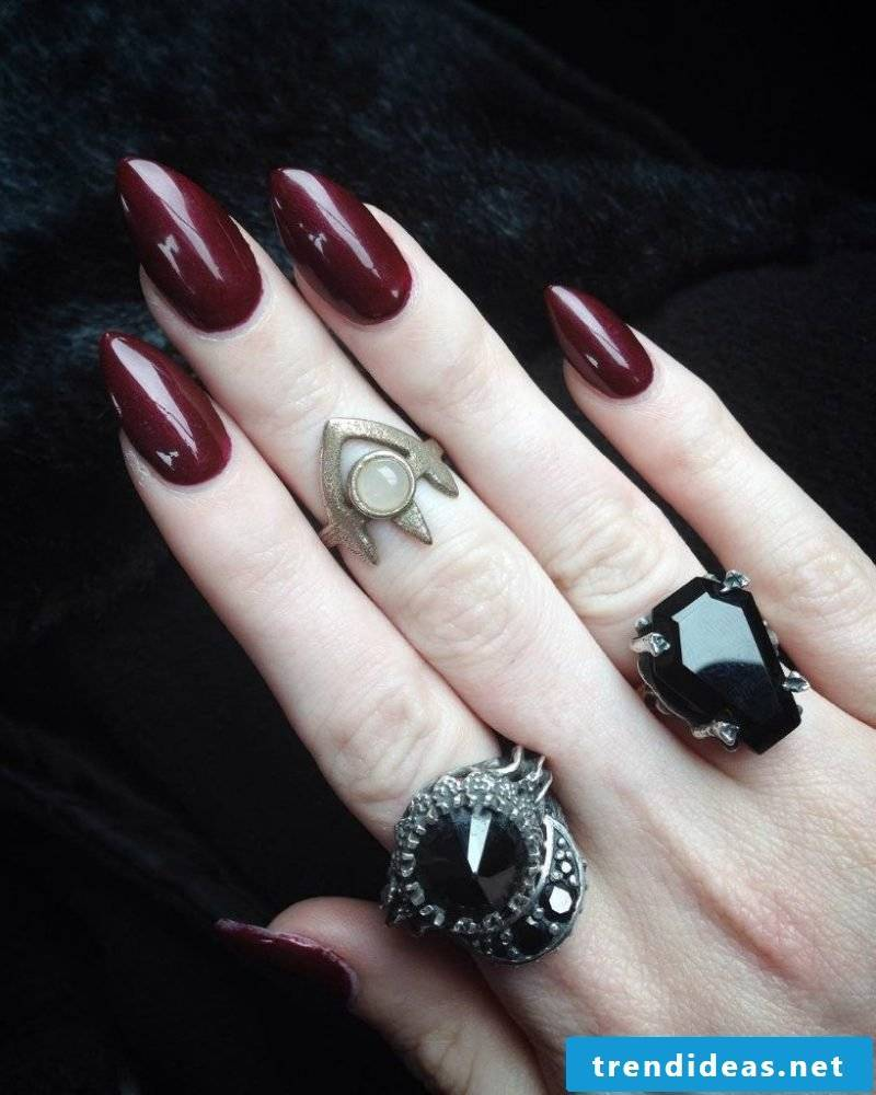 Halloween nails design in red