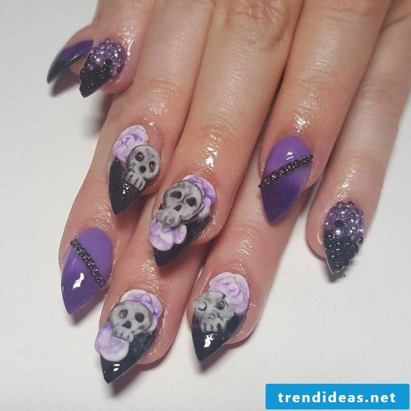 Halloween nails with skull