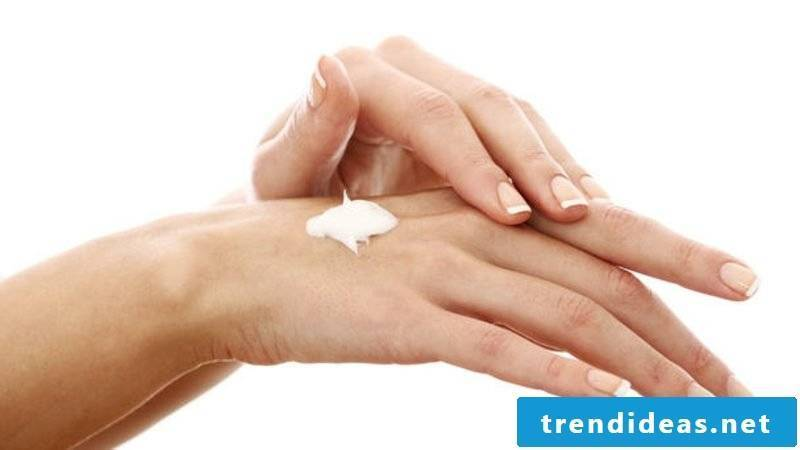 Hand cream itself makes winter gentle care for the skin