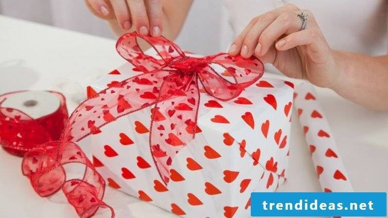 Make DIY Valentine's Day Gifts by yourself