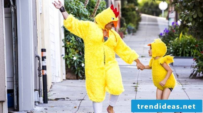 Make family DIY carnival costumes yourself