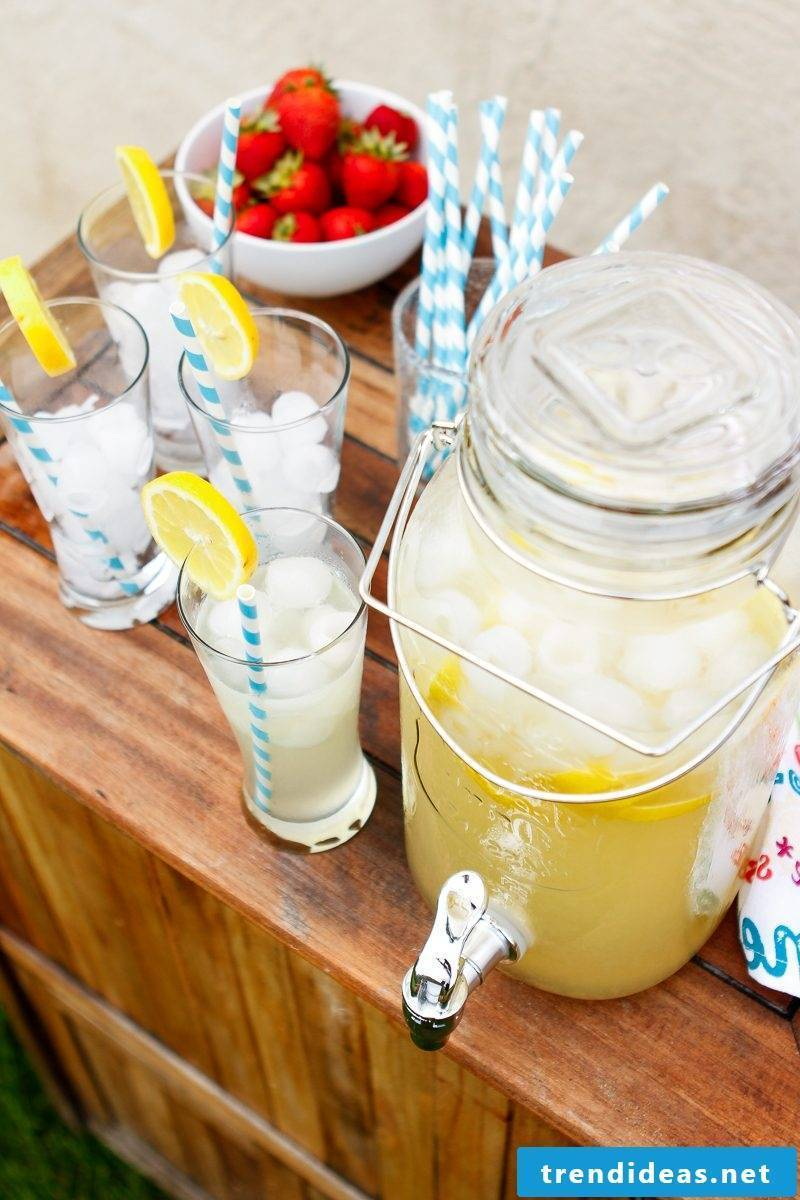 Make lemonade yourself with strawberries