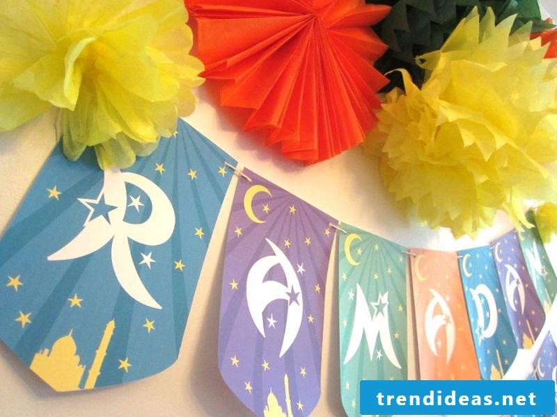 Make your own pennant necklace - the perfect decoration for the perfect party