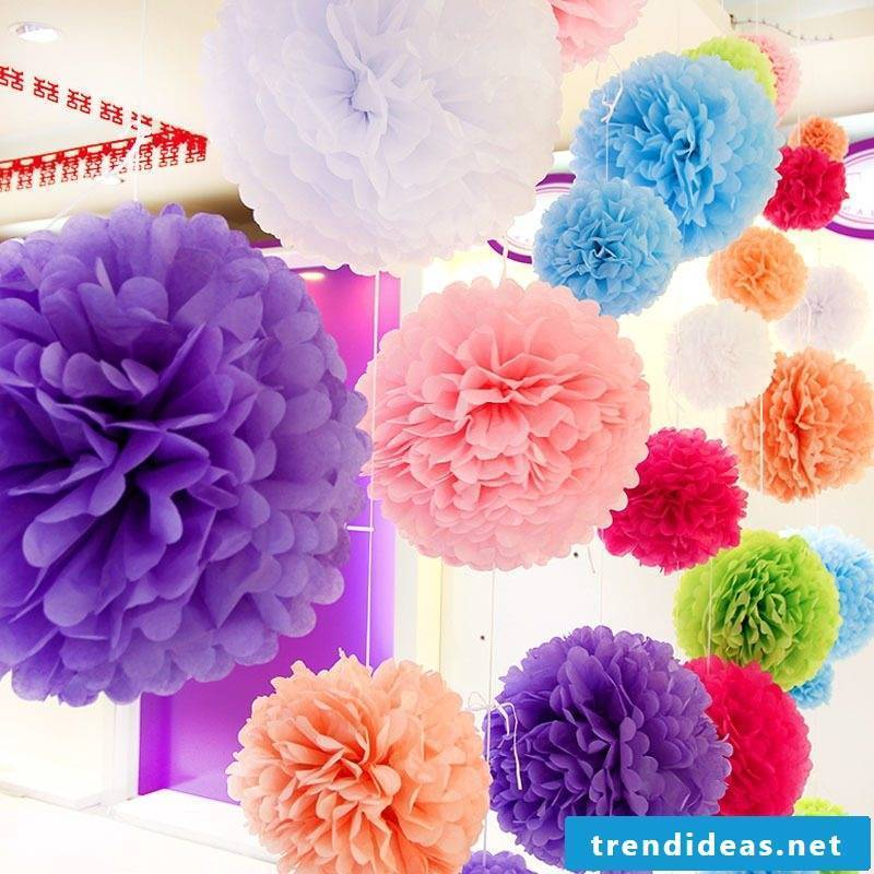 Make colorful pompoms