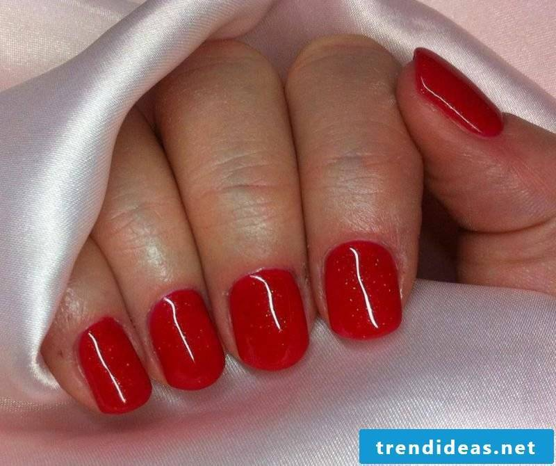 Gel nails red