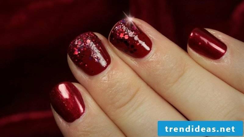 Gel nails in red DIY