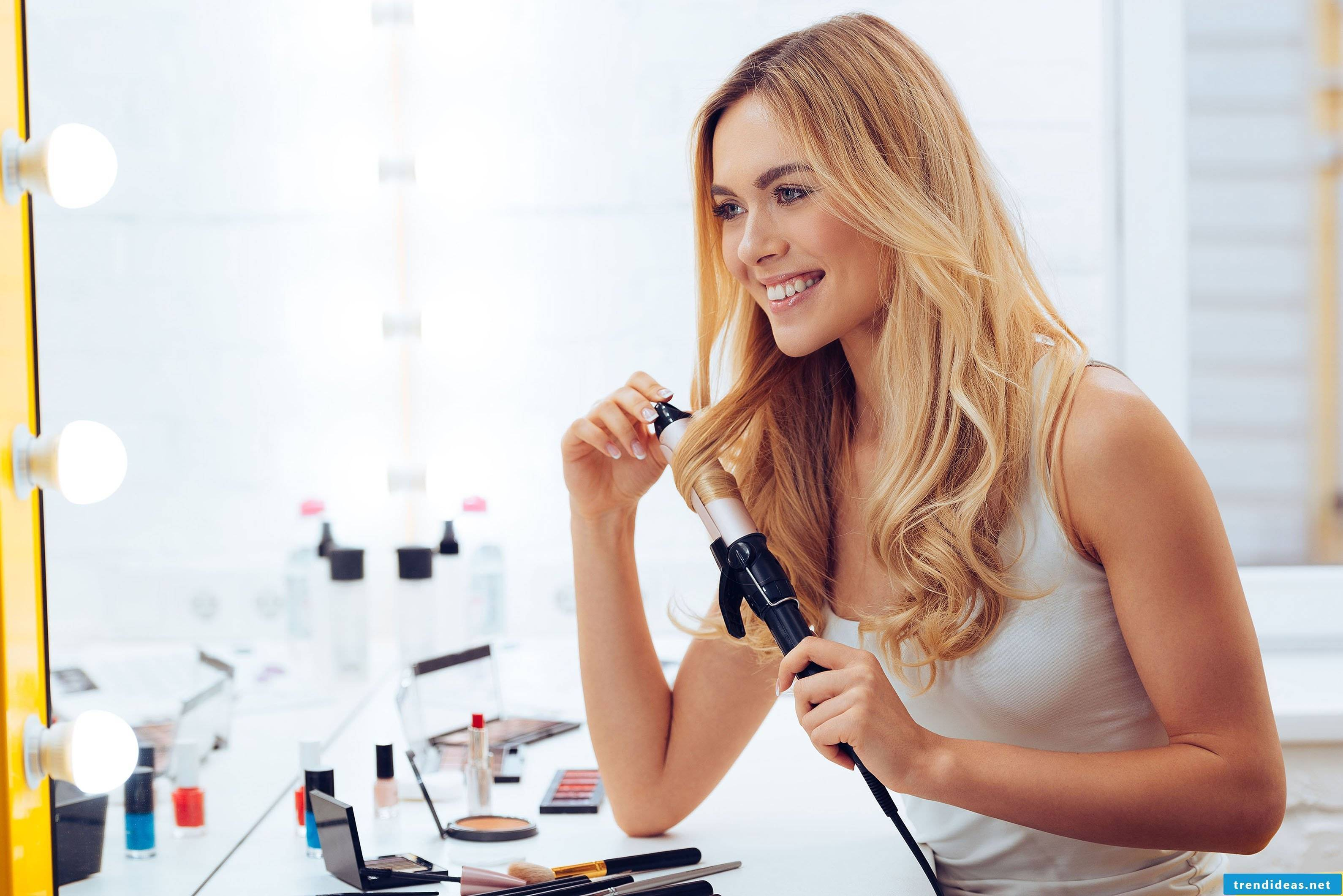 Make curls yourself with curling iron