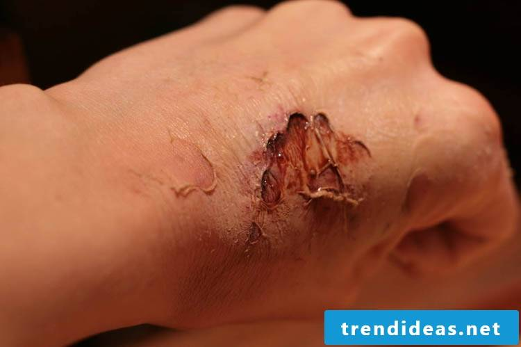 Make-up zombie false wounds from latex