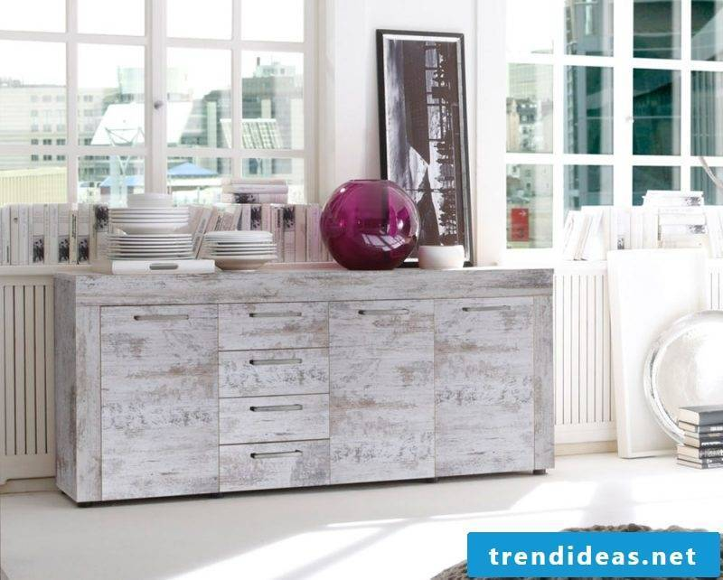 Vintage furniture itself make up the decor in the Shabby Style vintage chest of drawers