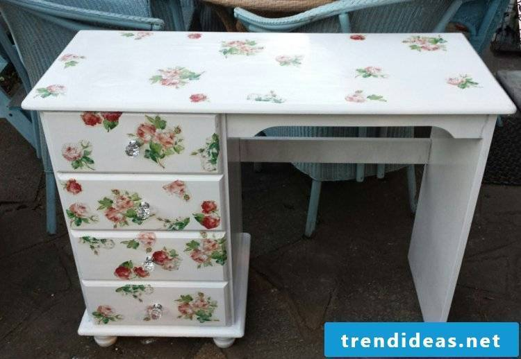 Make vintage furniture yourself with decoupage desk Shabby Style