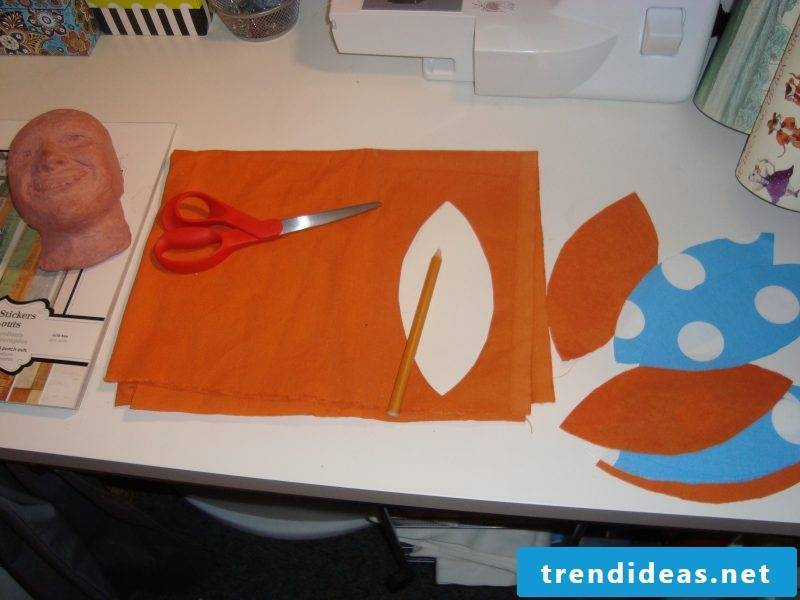 Make a wall tattoo yourself Instructions with fabric Step 1