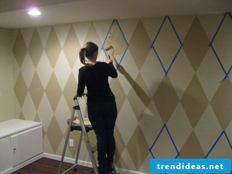 Make wall tattoo yourself: wall painting
