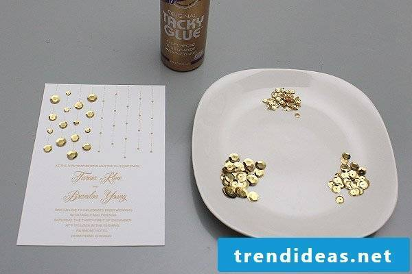 Make wedding cards yourself and spice it up with golden sequins