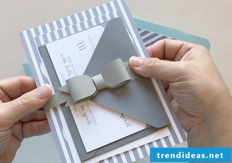 Make a bow tie for the wedding cards yourself