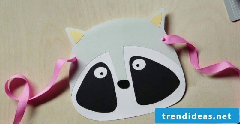 tinker the animal masks to fasten the cord
