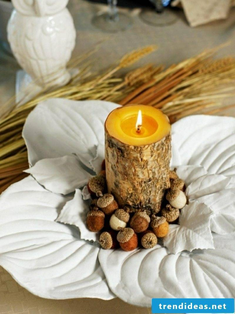 Herbstdeko leaves from modeling mass candle acorn