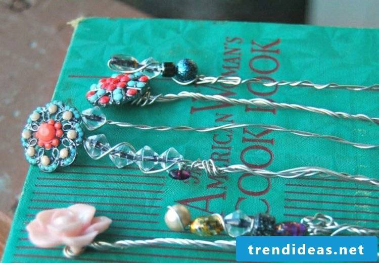 Bookmarks made of wire and beads