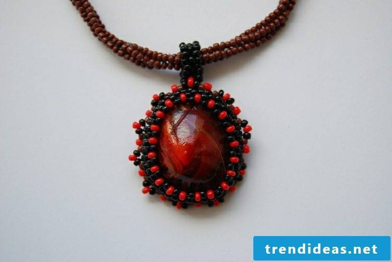 with chestnuts make jewelry