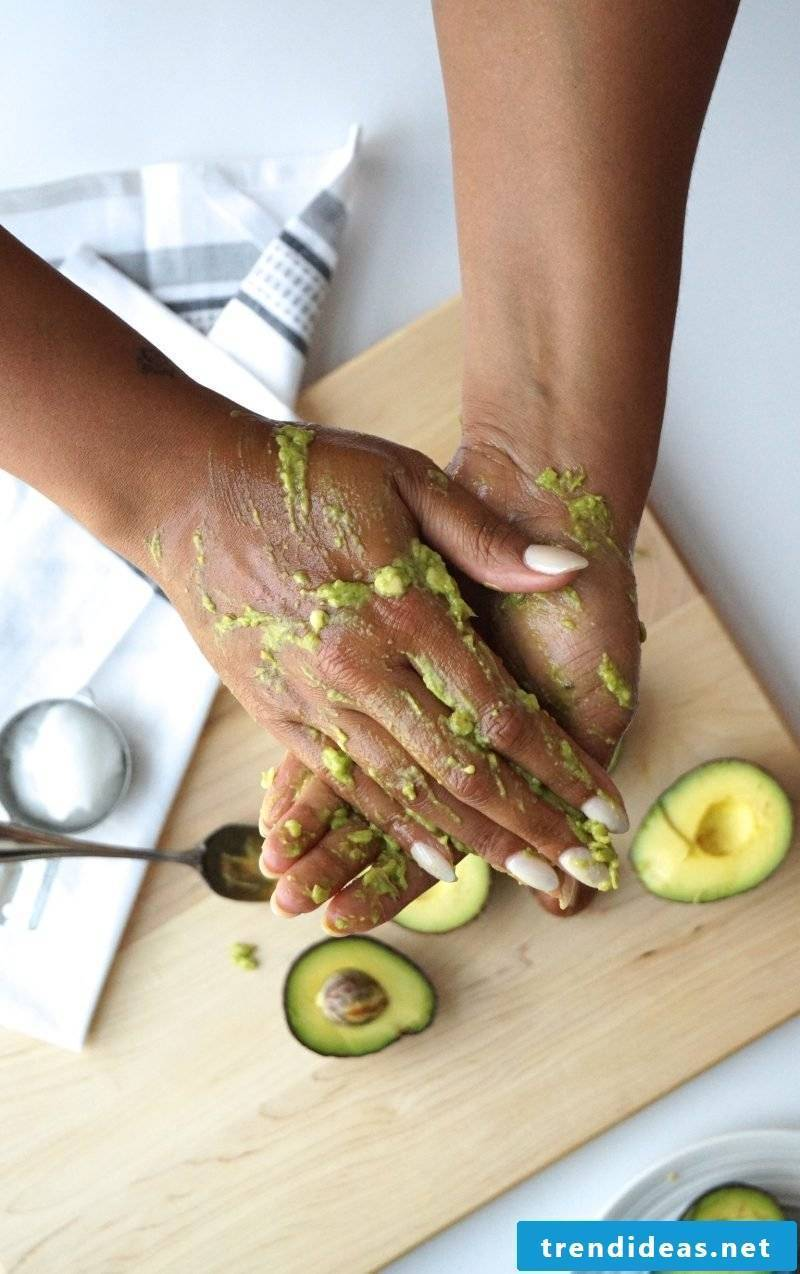 Make face mask with honey and avocado yourself - instructions