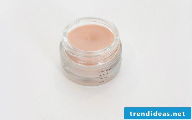 Make face cream yourself: DIY instructions with coconut oil