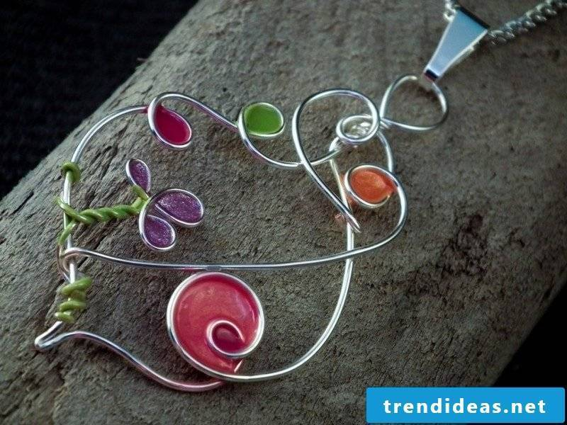 Jewelry tinker necklace made of wire