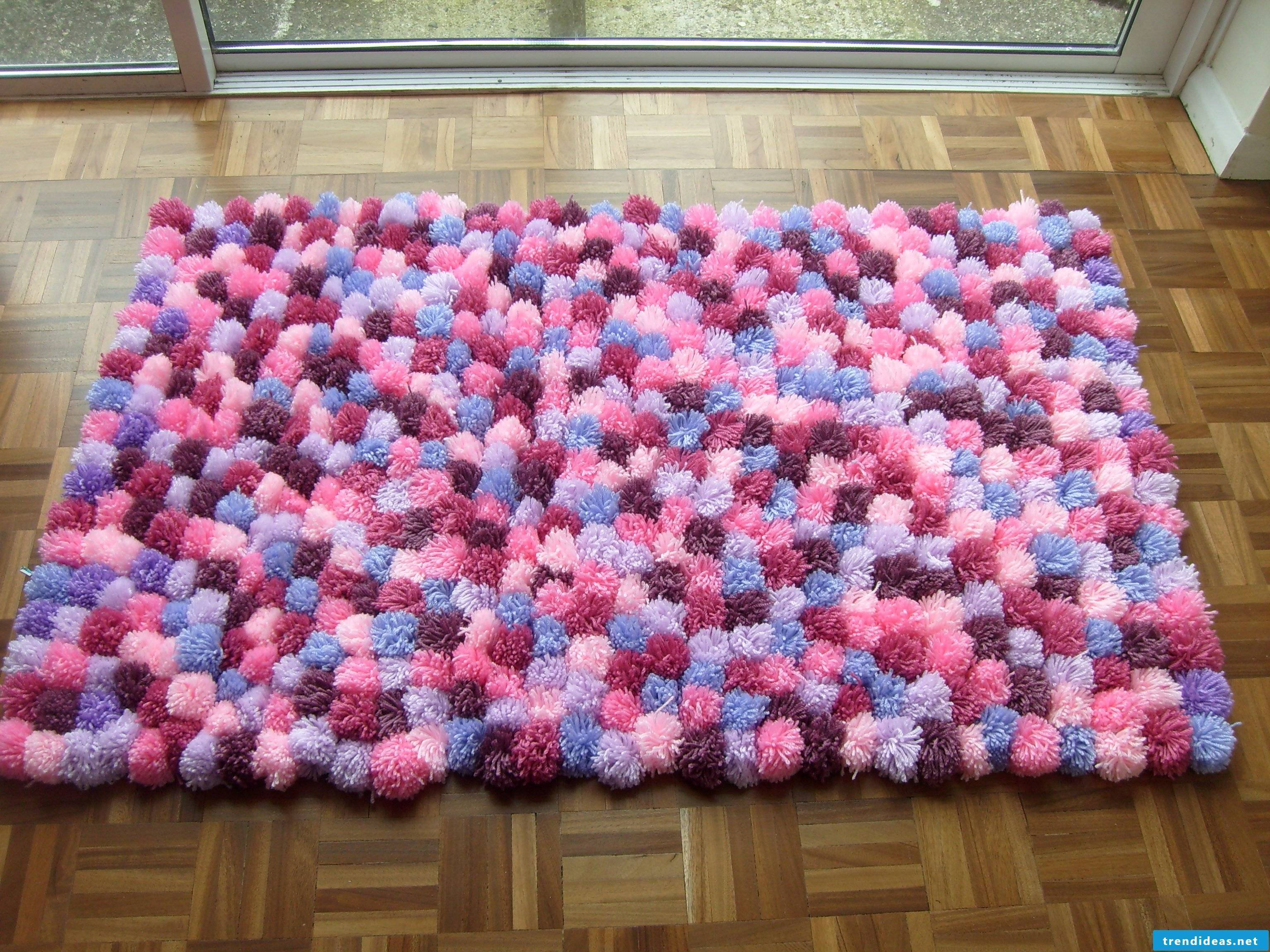 Make your own pompom mat yourself