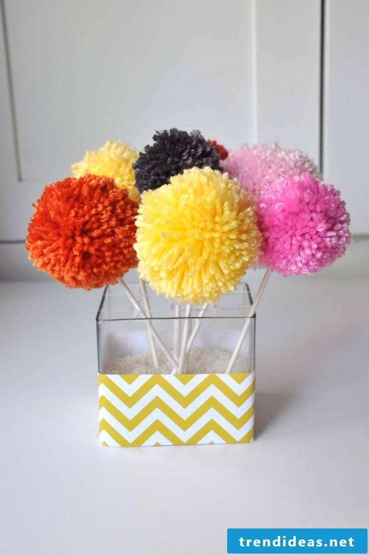 Pompom ostrich read decoration for home