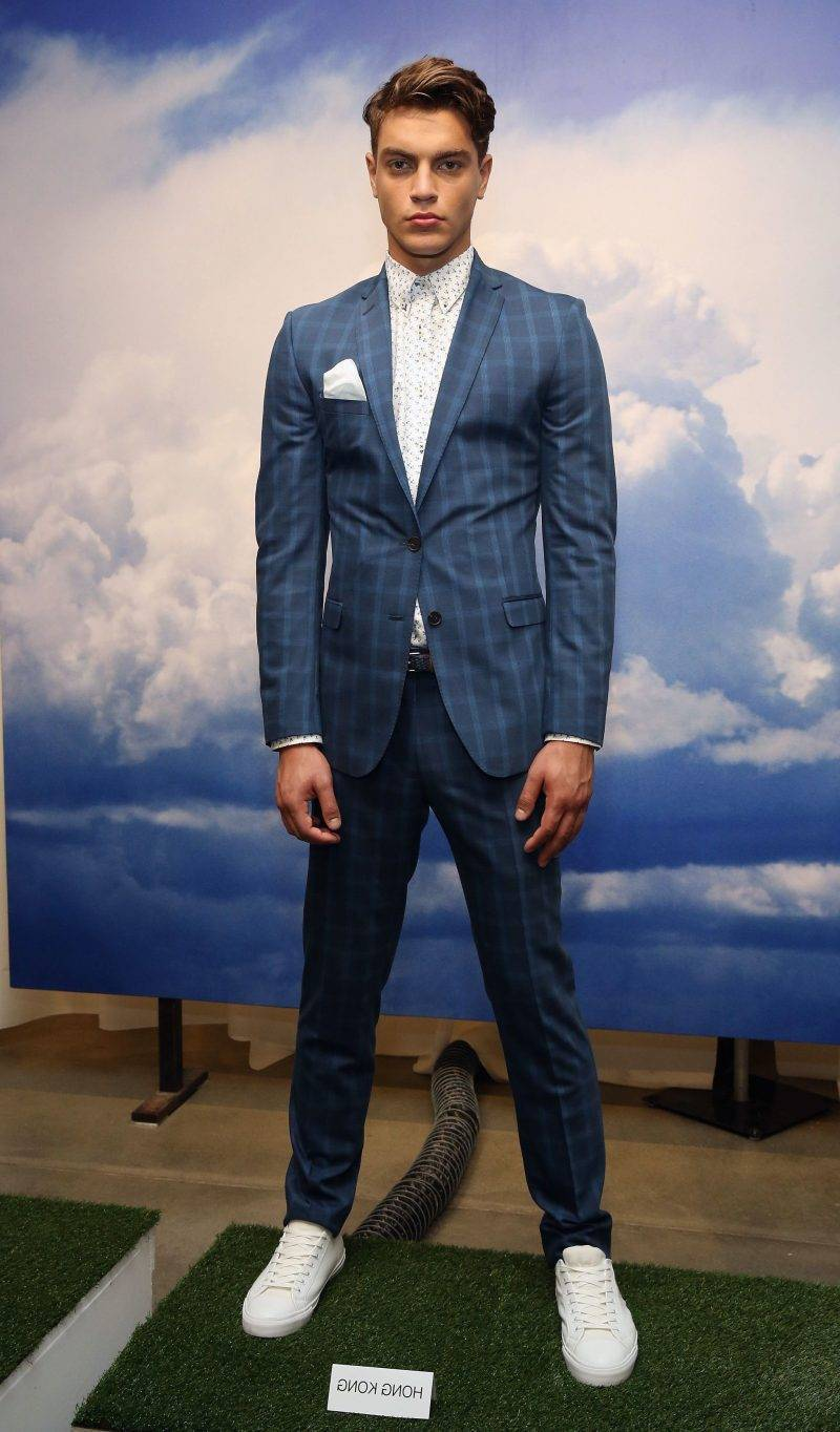 Men's Hairstyle Displayed at Fashion Week 2015 remains a trend for a long time