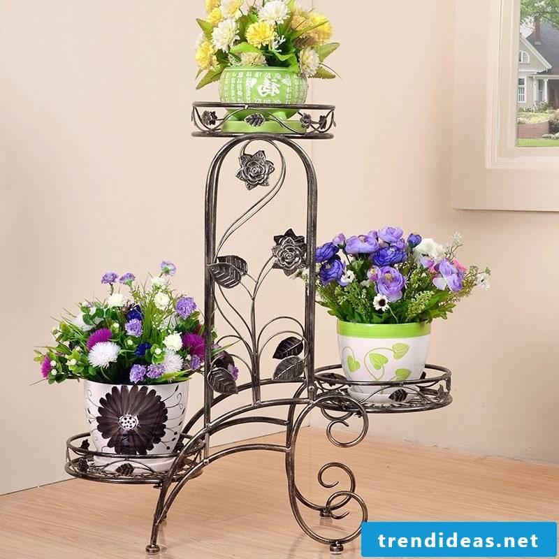 Flower shelf made of metal
