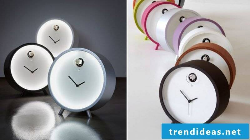 Small cuckoo clocks in different colors.