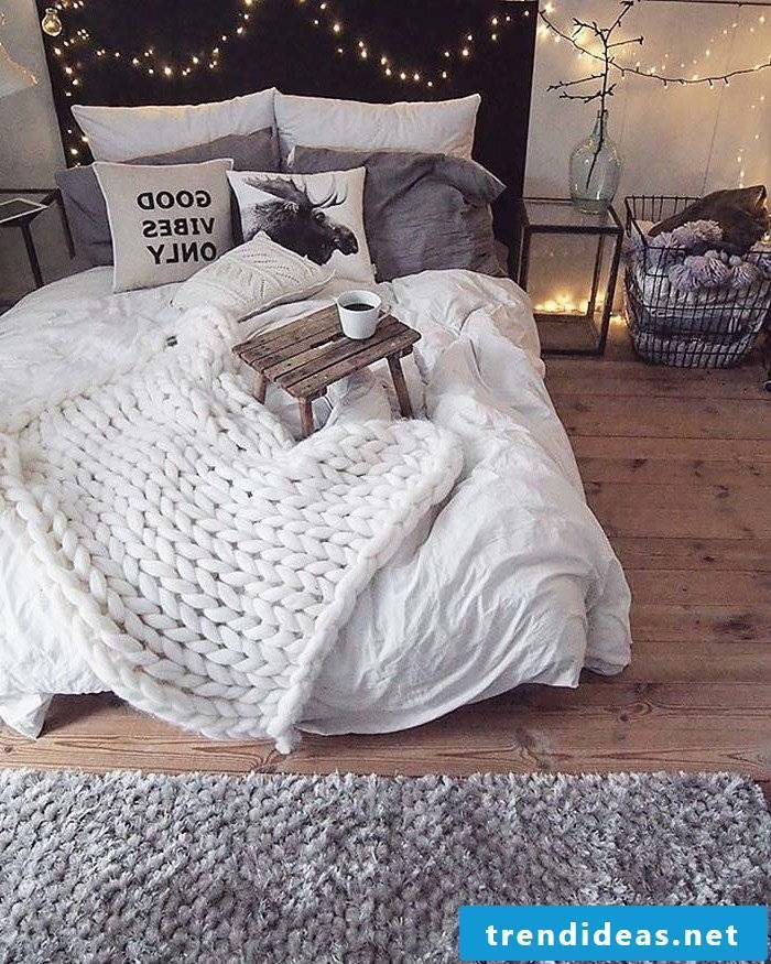Bedroom ideas with knitted blanket