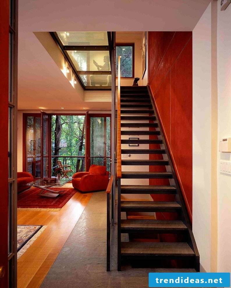 Color and wallpaper give the staircase an individual touch