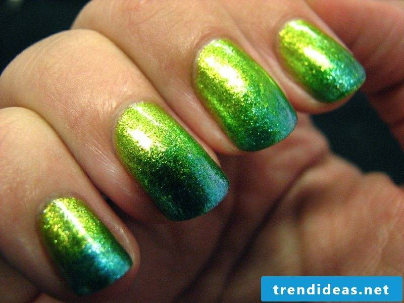 Fingernails Ombre effect flowing colors