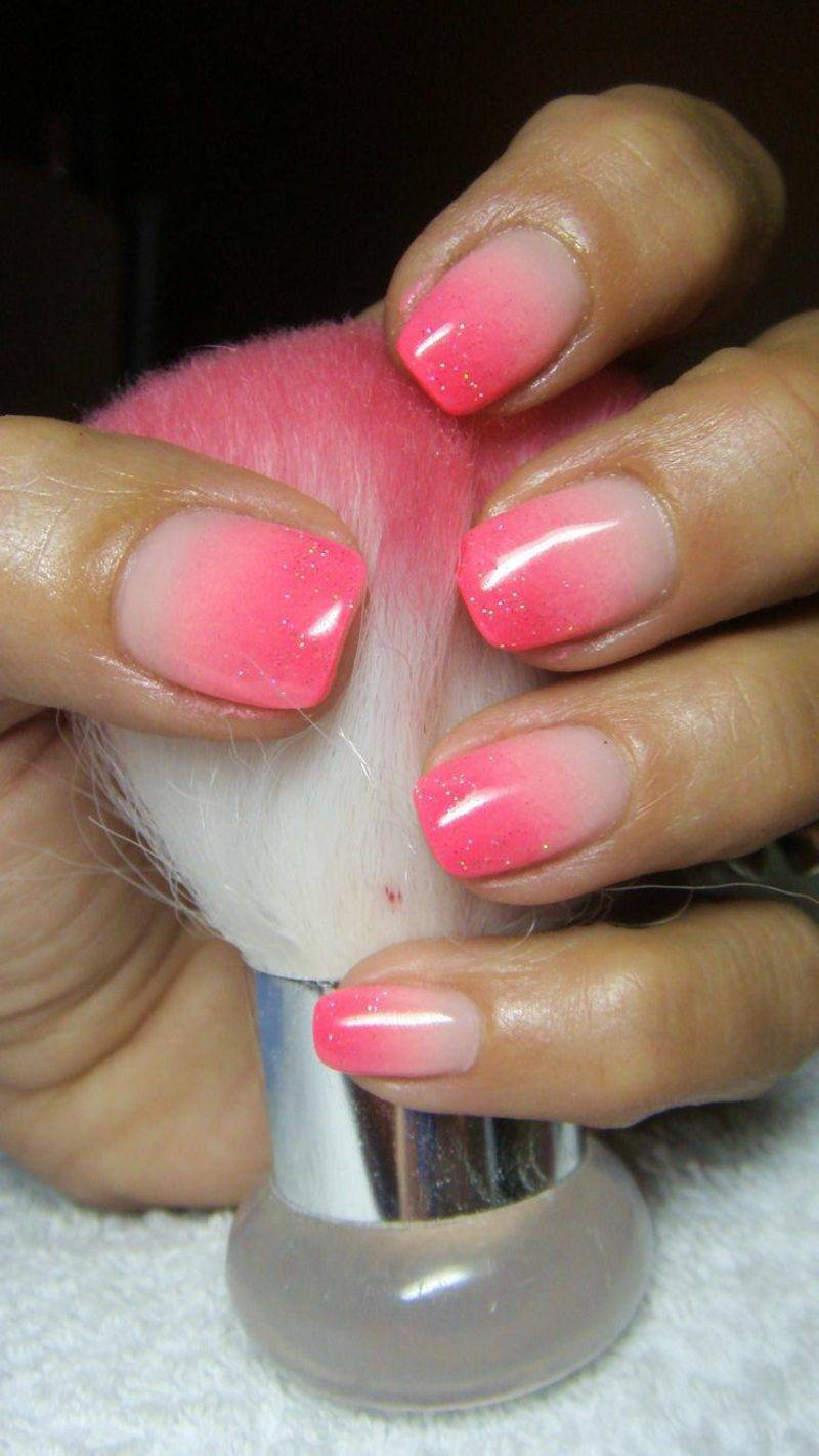 Ombre nails pink and white
