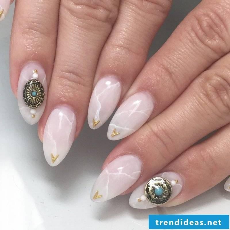 Rose quartz trend for long fingernails