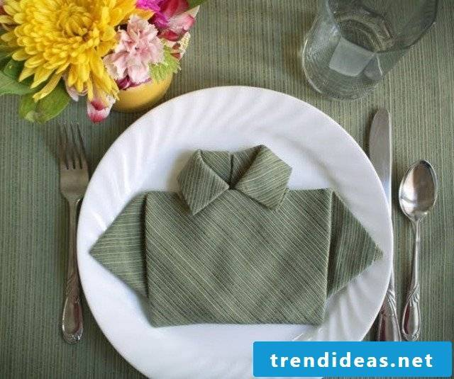 Fold napkins as a professional!