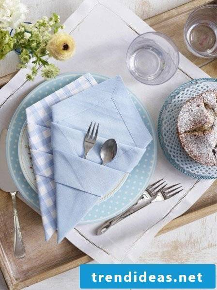 How to fold a napkin in the form of a cutlery bag