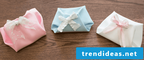 Fold baby diapers out of folded paper