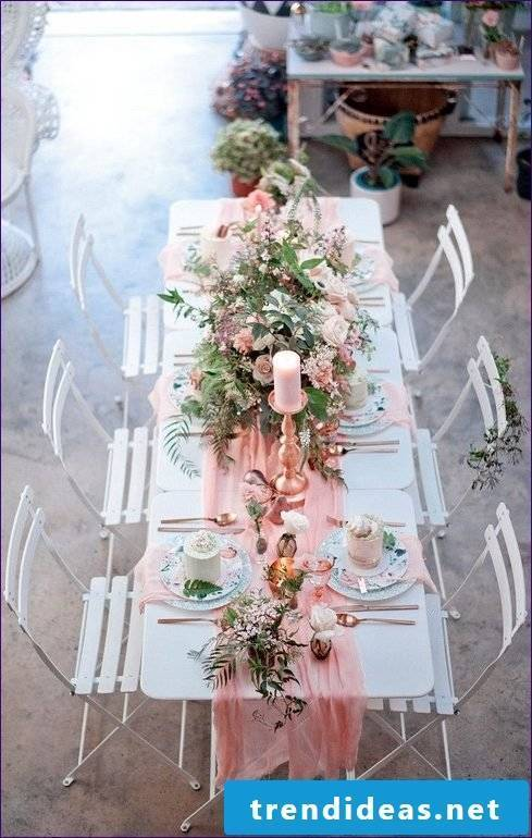 Decorate in style: ideas for napkins folding