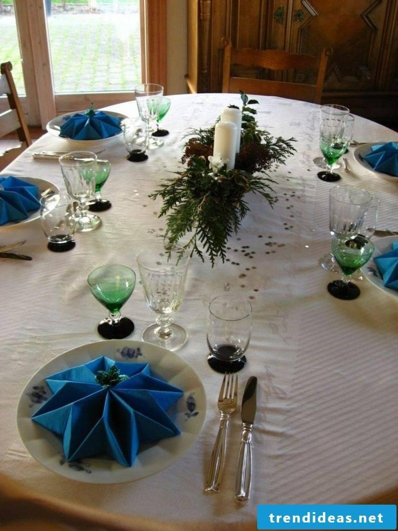 Napkins fold for Christmas table decoration blue stars